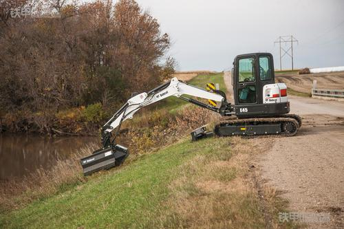 e45型山猫小型挖掘机搭载割草机属具