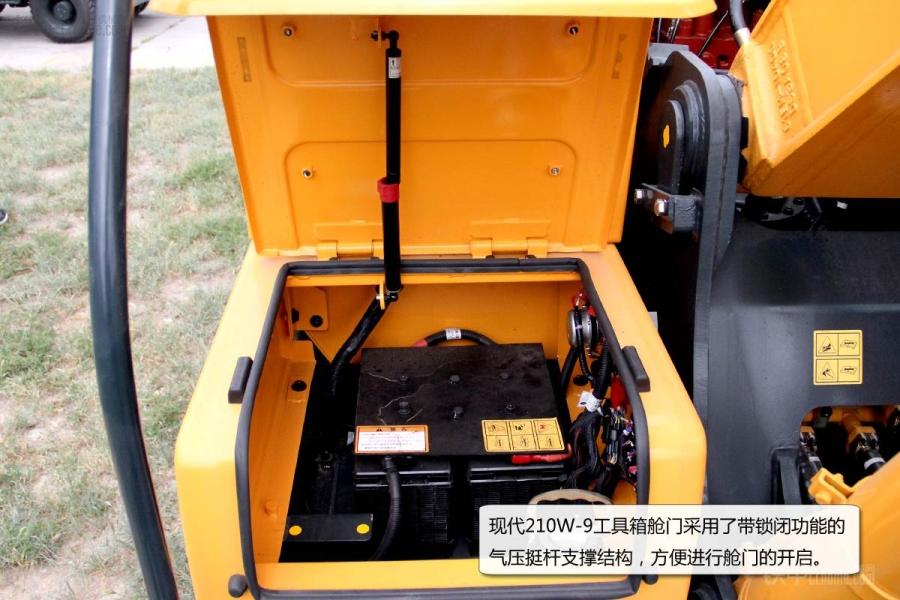 现代r210w-9轮式挖掘机梭阀阀块特写图片