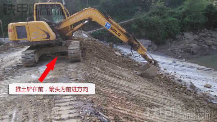 挖掘机推土铲是多余的?那是因为你不知道,它有这么多用途!(图2)