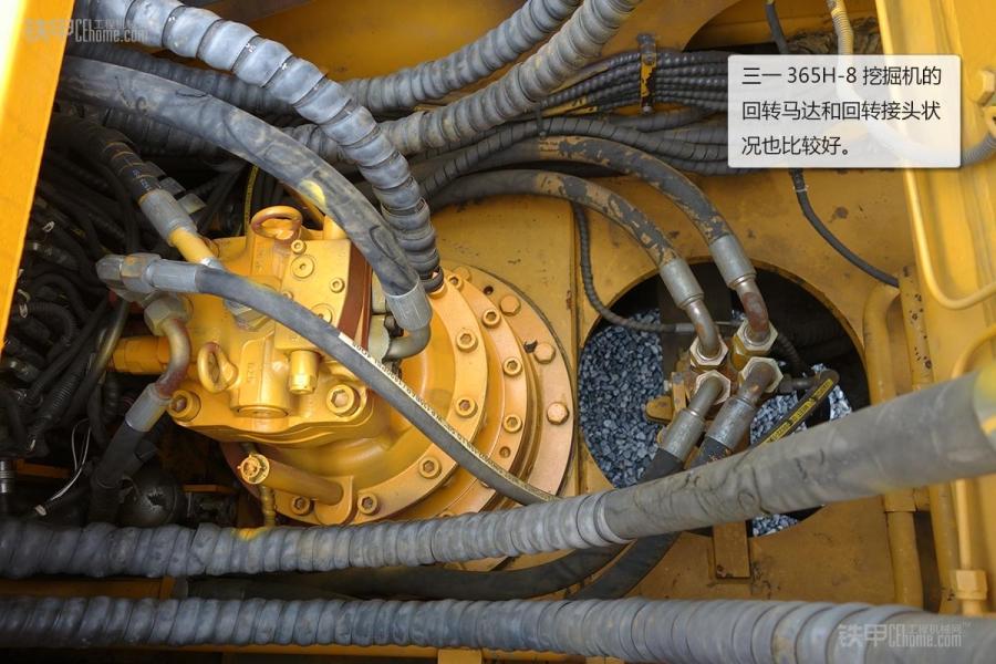 三一重工在工程机械领域里还是有着很高知名度的,他们的挖掘机也是深受众多用户喜爱的。而在这次利氏拍卖场中,我们同样看到了三一挖掘机的身影,下面我们就来看看这些三一挖掘机吧。我们先要说的是三一335C-8S挖掘机。 三一重工在工程机械领域里还是有着很高知名度的,他们的挖掘机也是深受众多用户喜爱的。而在这次利氏拍卖场中,我们同样看到了三一挖掘机的身影,下面我们就来看看这些三一挖掘机吧。我们先要说的是三一335C-8S挖掘机。 三一335C-8S挖掘机铲斗使用情况 三一335C-8S挖掘机大小臂连接处有锈迹 三一
