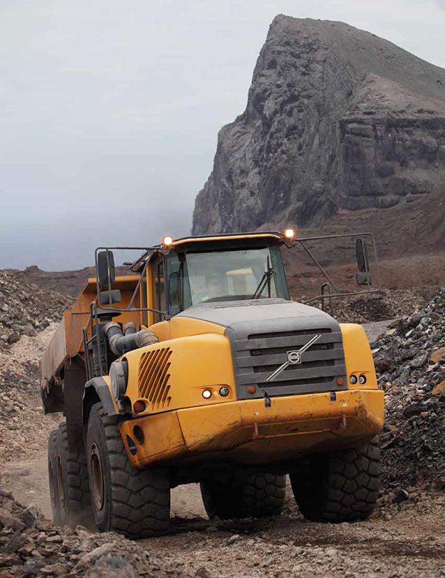 """""""我们使用了各种型号的沃尔沃挖掘机,a40f-fs和a30e铰卡,ew140c轮式"""