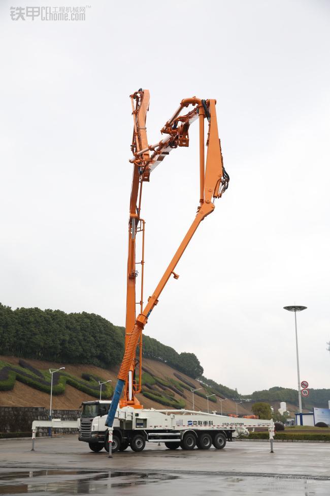 中联重科60米横展臂架混凝土泵车