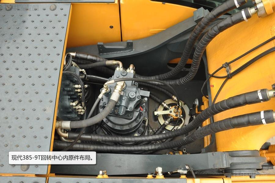 位于空滤室底部的梭阀阀块图片