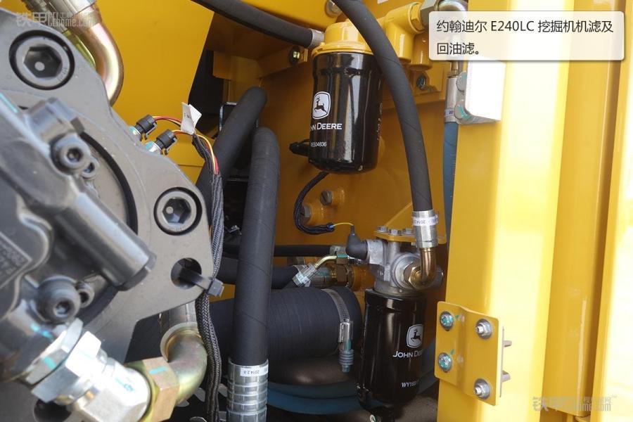 约翰迪尔工程机械设备在行业内的知名度是比较高的,品质杰出、安全可靠、性能优异等是约翰迪尔工程机械设备的特点。今天我们为大家带来的这款E240LC挖掘机也同样具有着上述特点,接下来,就让我们去看看这款挖掘机吧。 约翰迪尔工程机械设备在行业内的知名度是比较高的,品质杰出、安全可靠、性能优异等是约翰迪尔工程机械设备的特点。今天我们为大家带来的这款E240LC挖掘机也同样具有着上述特点,接下来,就让我们去看看这款挖掘机吧。 约翰迪尔E240LC挖掘机技术参数 约翰迪尔E240LC挖掘机铲斗侧面边缘进行了加厚设计,