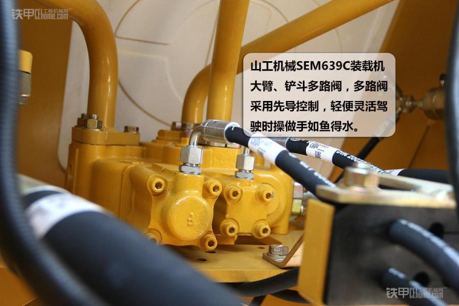 山工机械sem639c装载机空调散热器,和液压系统的蓄能器,蓄能器内有