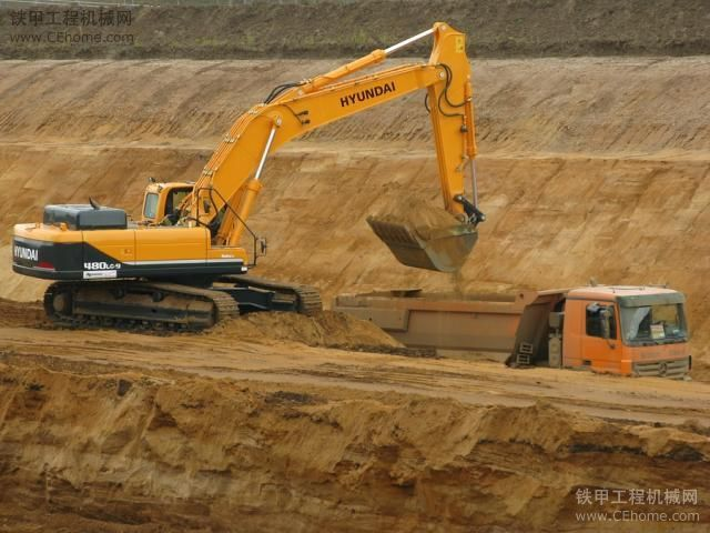 挖掘机装车-教你如何hold住挖掘机最基本操作的技巧