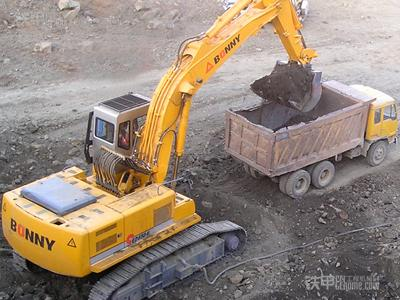 挖掘机装车-挖掘机动臂优先功能失效的原因及维修