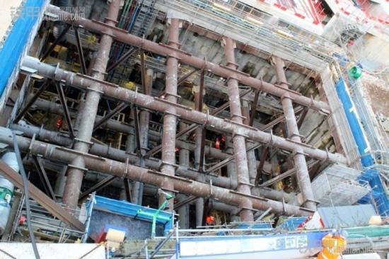 法灵顿站隧道口钢结构支撑图