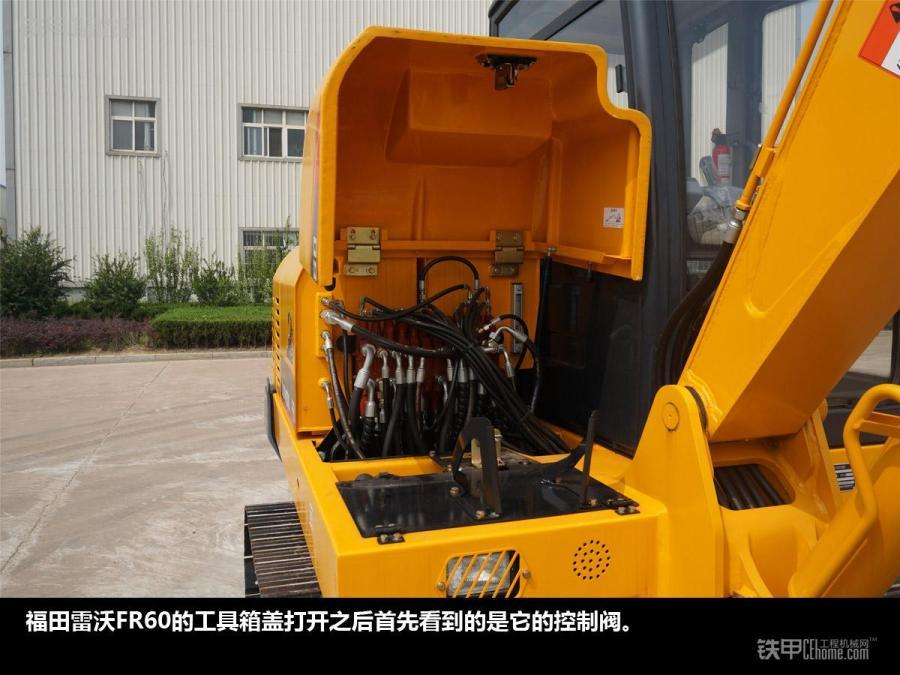 福田雷沃fr60空调压缩机特写.