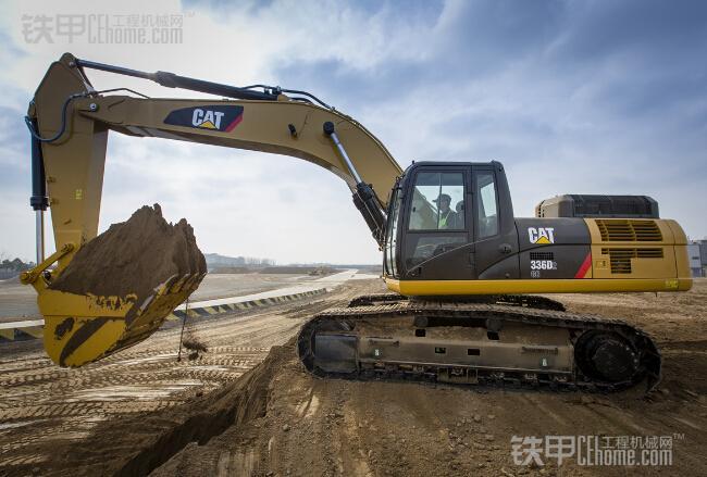挖掘机使用经验分享 挖掘机液压油须知图片