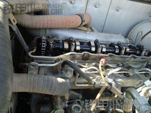 卡特307d挖掘机更换正时链条的小技巧高清图片