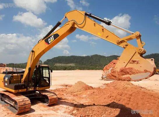老操作手教你在雨季   如何维护挖掘机?(图1)