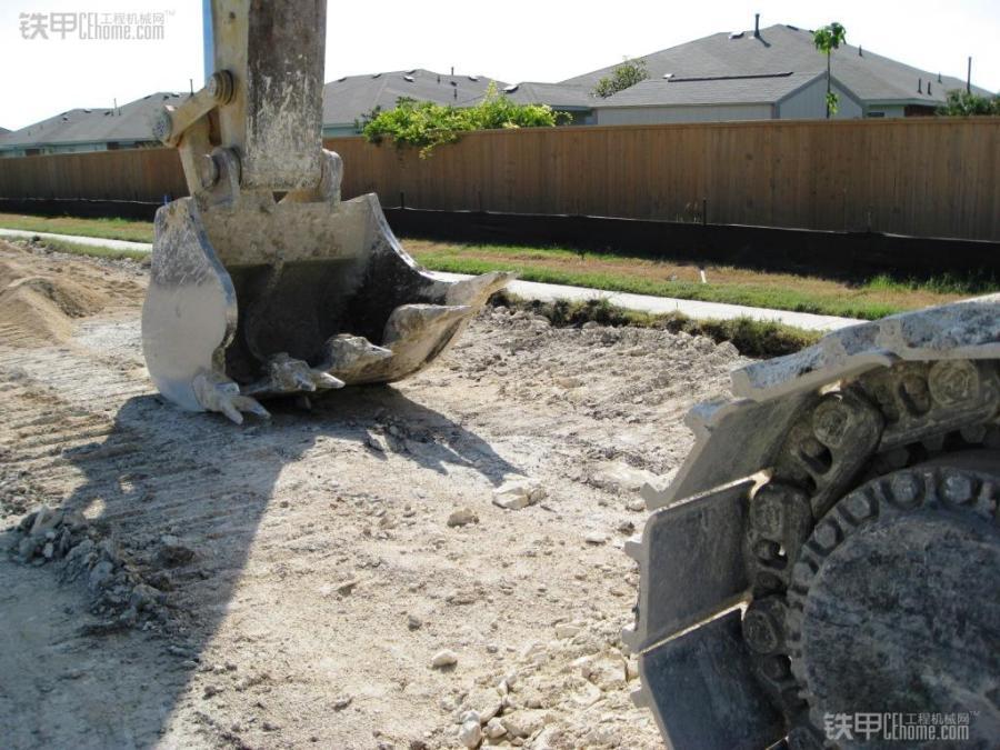 松土器的地位不保了 看国外松土岩石斗(图3)