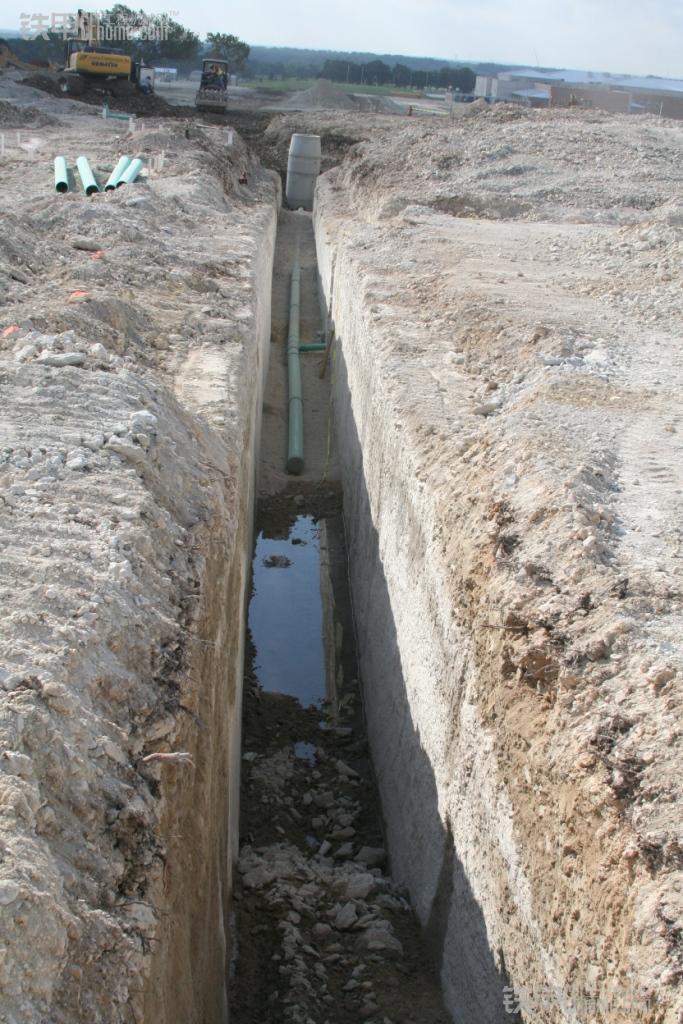 松土器的地位不保了 看国外松土岩石斗(图12)