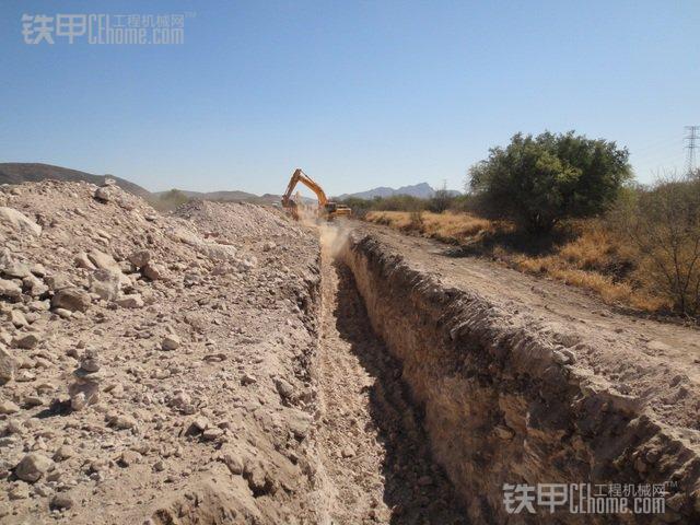 松土器的地位不保了 看国外松土岩石斗(图4)