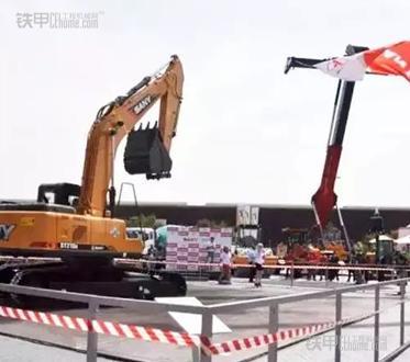 三一在非洲宝马展现场-三一重工亮相第二届非洲宝马工程机械展高清图片
