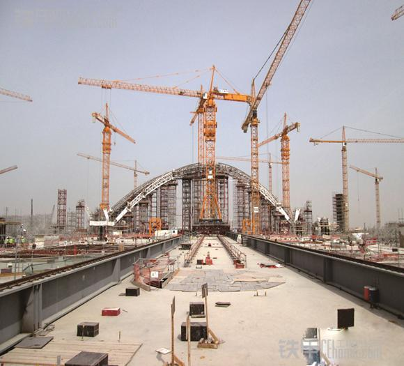 两年时间里,承建了阿布扎比国际机场(auh) 中场航站楼mtb的全部钢结构