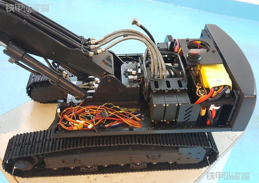 牛人甲友 900颗螺丝制作沃尔沃全液压挖掘机模型图片