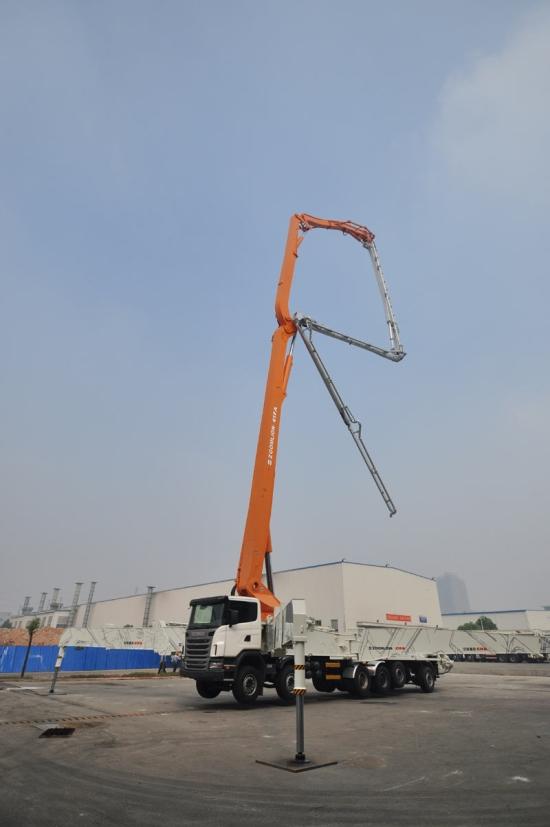 中联重科80米泵车