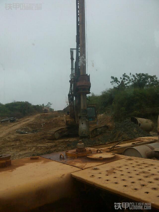 城市的建造者 小伙儿开挖机为高铁铺路(图8)