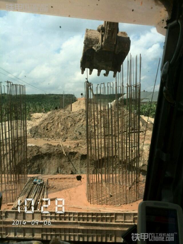 城市的建造者 小伙儿开挖机为高铁铺路(图11)