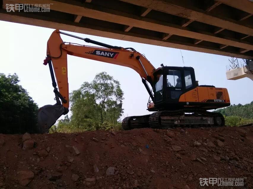 城市的建造者 小伙儿开挖机为高铁铺路(图17)