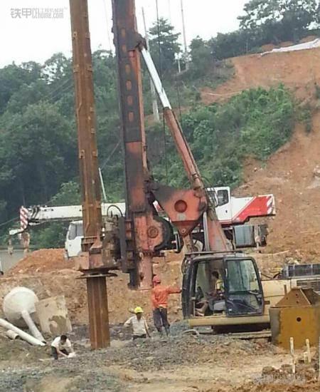 城市的建造者 小伙儿开挖机为高铁铺路(图9)