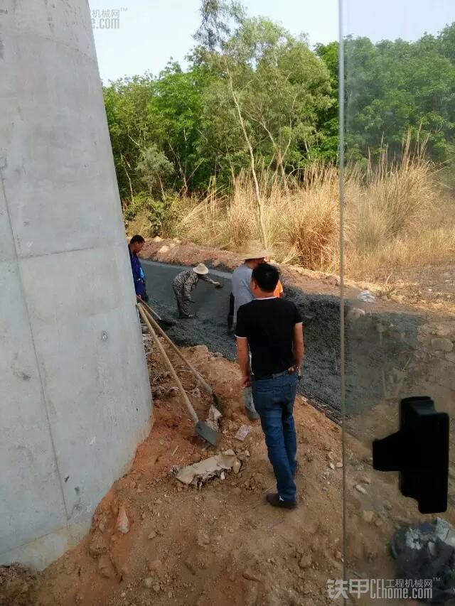 城市的建造者 小伙儿开挖机为高铁铺路(图14)