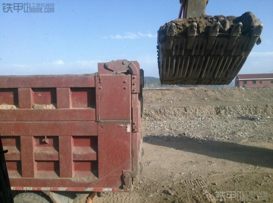 省时、省力、效率高! 挖掘机平地装车2大技巧(图3)