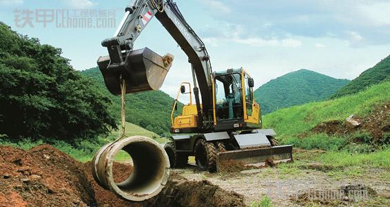 挖掘机推土铲是多余的?那是因为你不知道,它有这么多用途!(图6)