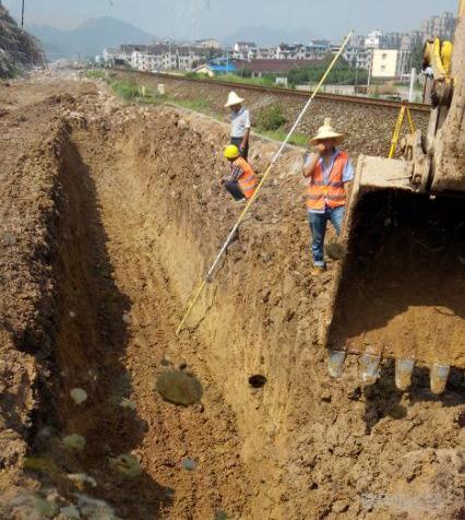 挖掘机10大高难度技术(4)——挖沟技巧(图6)