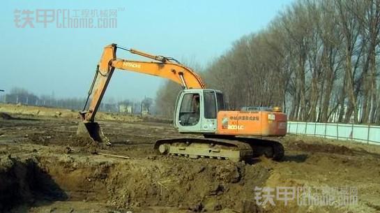 挖掘机怎么整平?眼睛怎么看?有什么技巧?(图4)