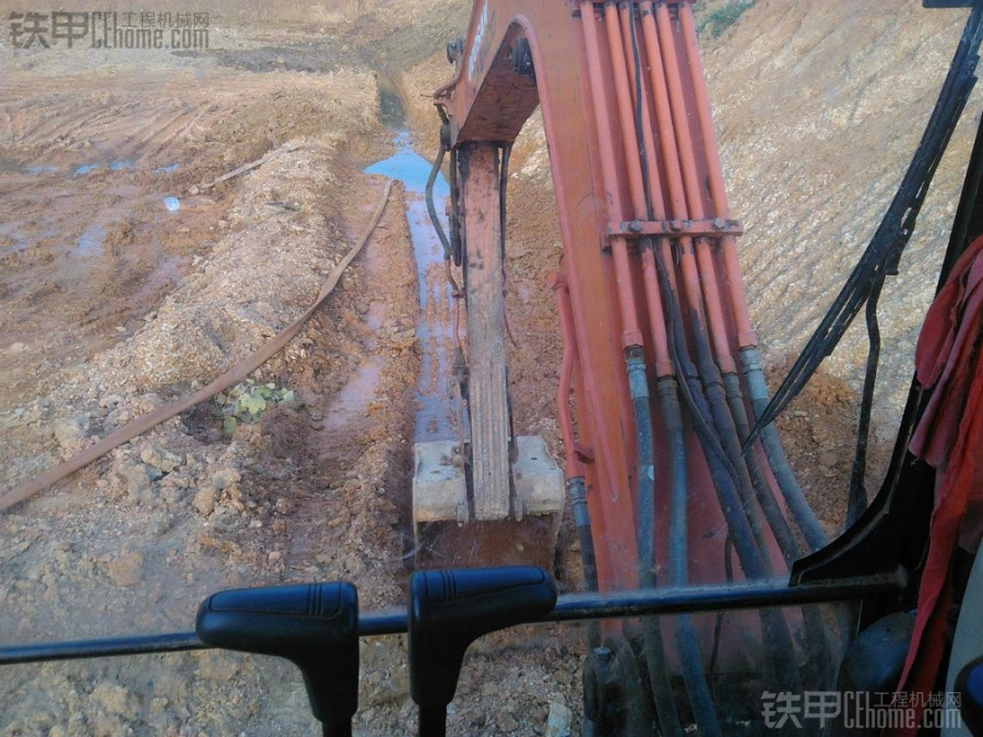 挖掘机10大高难度技术(4)——挖沟技巧(图7)