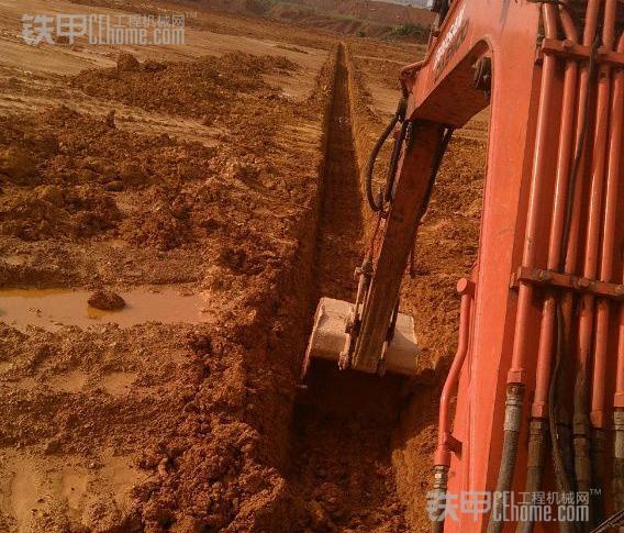 挖掘机10大高难度技术(4)——挖沟技巧(图1)