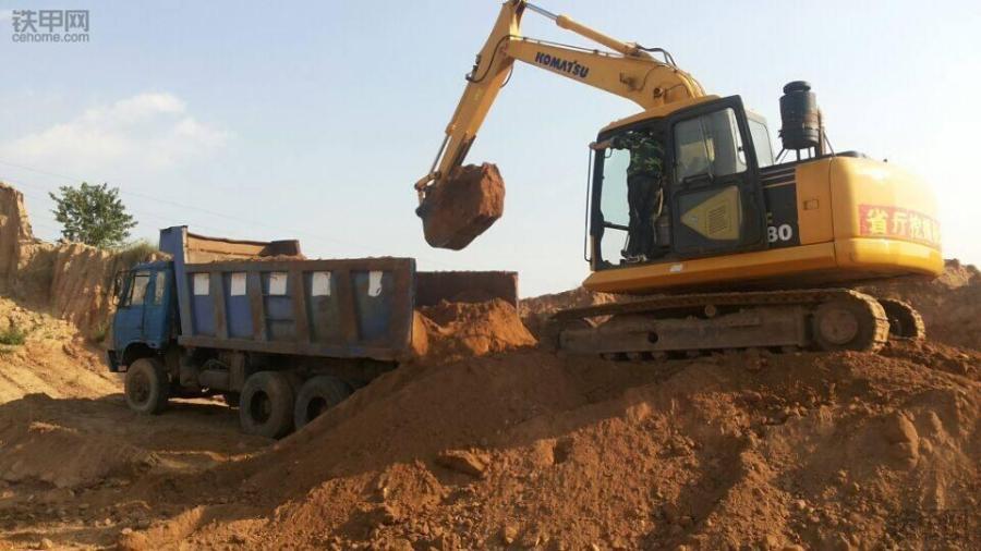 挖掘机10大高难度技术 8 如何装车