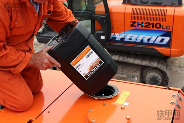 经验之谈 挖掘机如何彻底更换液压油(图1)