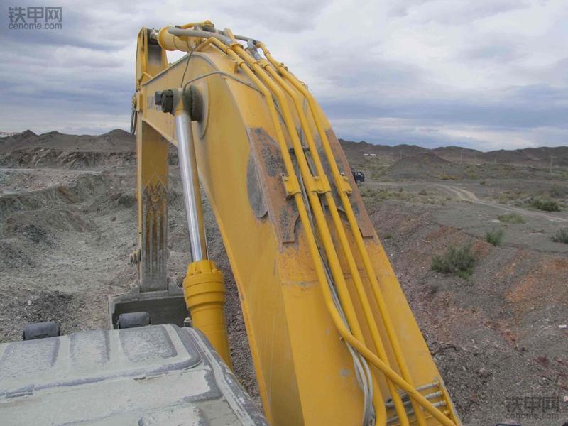 挖掘机无力故障(1):大臂为何举升缓慢?(图3)