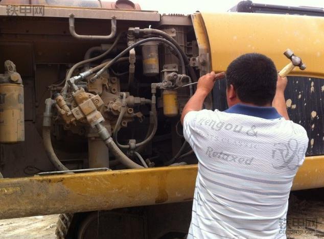 挖掘机保养须知:更换液压油的注意事项有哪些?(图3)