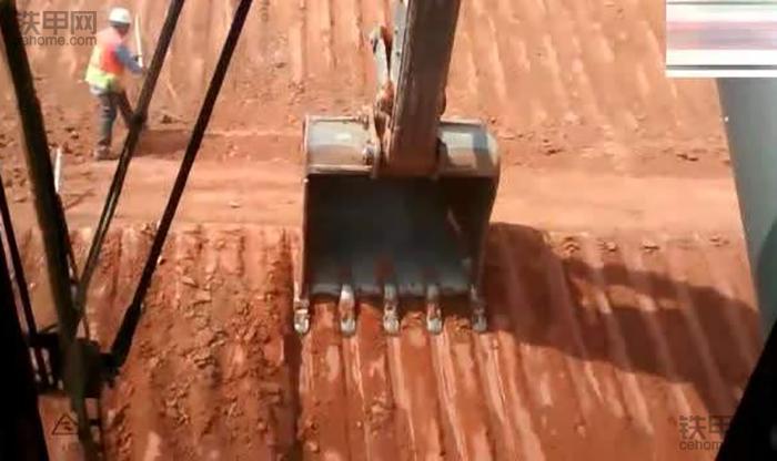 挖掘机10大高难度技术(6)——整平作业(图4)