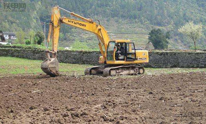 挖掘机10大高难度技术(6)——整平作业(图3)
