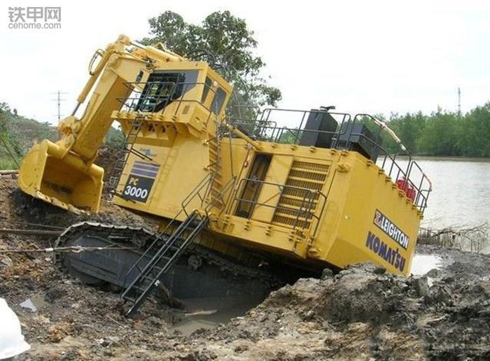 挖掘机10大高难度技术(3)——水塘烂泥作业(图4)