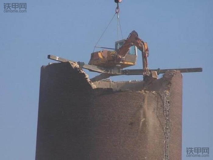挖掘机10大高难度技术(1)——拆楼作业(图6)