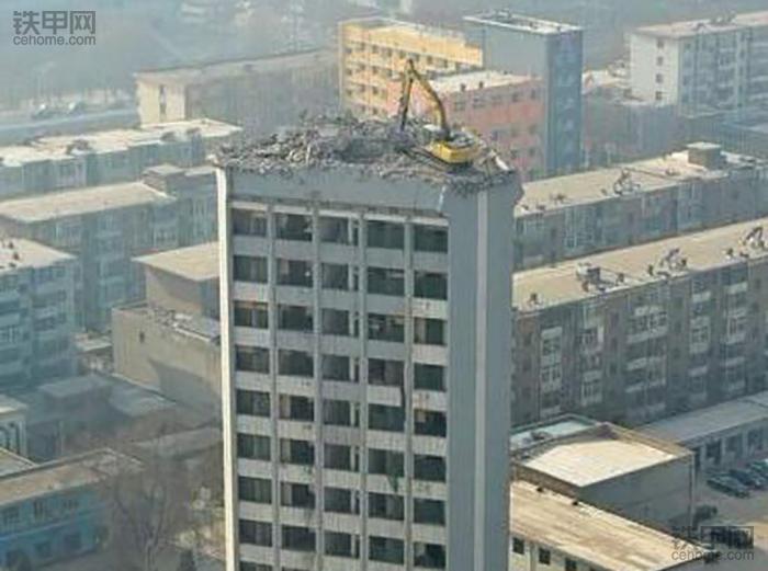 挖掘机10大高难度技术(1)——拆楼作业(图5)