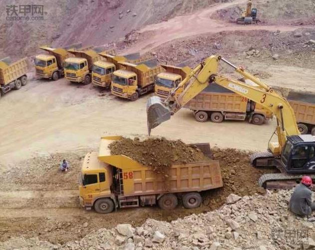 挖掘机10大高难度技术(2)——矿山作业(图1)
