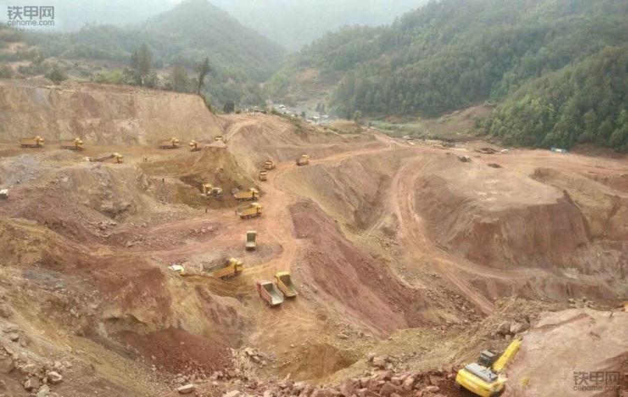 挖掘机10大高难度技术(2)——矿山作业(图2)