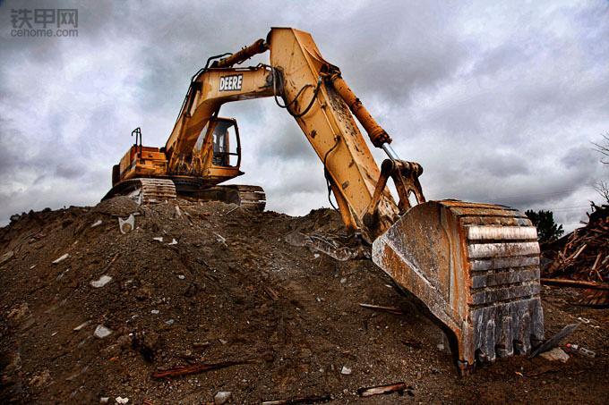 挖掘机禁止操作(1):这四种做法很伤挖斗!(图1)