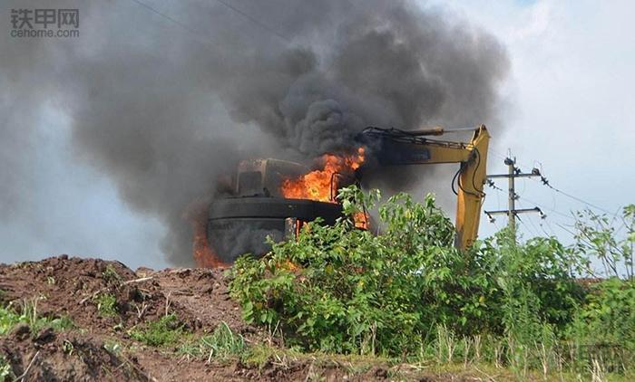 一把火回到解放前,如何避免挖掘机火灾事故?(图1)