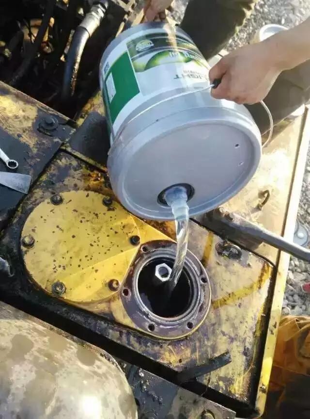 挖掘机的液压油为啥会变黑?这次不是因为高温!(图3)