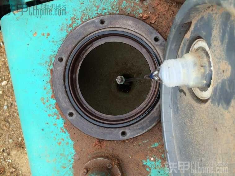 挖掘机的液压油为啥会变黑?这次不是因为高温!(图2)