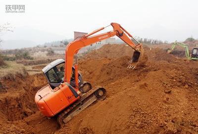 挖掘机正确操作(1):如何撑地上坡?(图10)